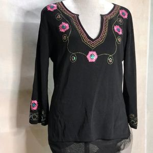 Joseph A finely knit sweater floral embellishment